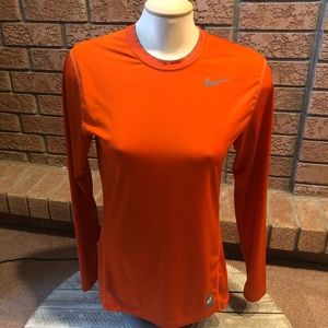 3/$30 women's Small Nike t-shirt long sleeve.